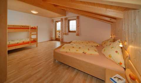 Attraktiv Ferienwohnung Schlafzimmer Mit Doppel Und Stockbett .
